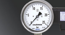 Pressure gauges with output signals